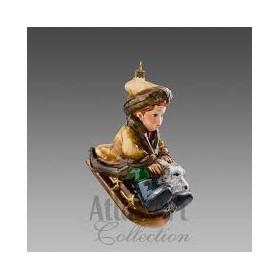 Мальчик с собакой на санках